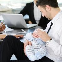 Mau Ajak Si Kecil ke Kantor? Baca Tips Ini Dulu Ya Dads!