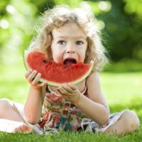 Si Kecil Juga Bisa Dehidrasi Lho Moms, Pakai Cara Ini untuk Mencegahnya!