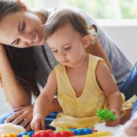 Stimulasi Si Kecil yang Lahir Prematur dengan Cara Ini Moms