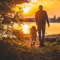 Sulit Atasi Tingkah Laku Si Kecil yang Berusia Tiga Tahun? Pakai Cara Ini Dads!