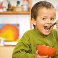 Tips Cerdas Atasi Si Kecil yang Mulai Tidak Suka Susu