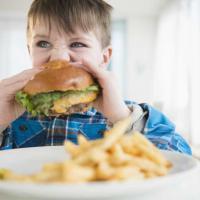 Trik Cegah Si Kecil Kecanduan Junk Food