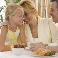 Trik Supaya Si Kecil Memilih Camilan Sehat