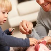 Yuk Mulai Ajarkan Si Kecil Menghargai Uang Moms!