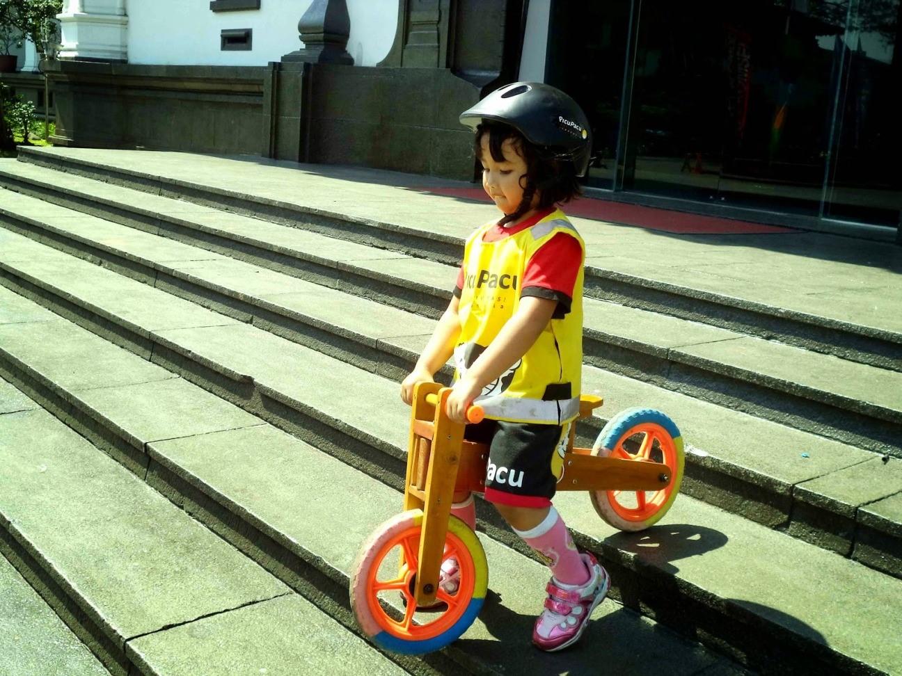 5 Perlengkapan yang Wajib Dipakai Si Kecil Saat Main Sepeda