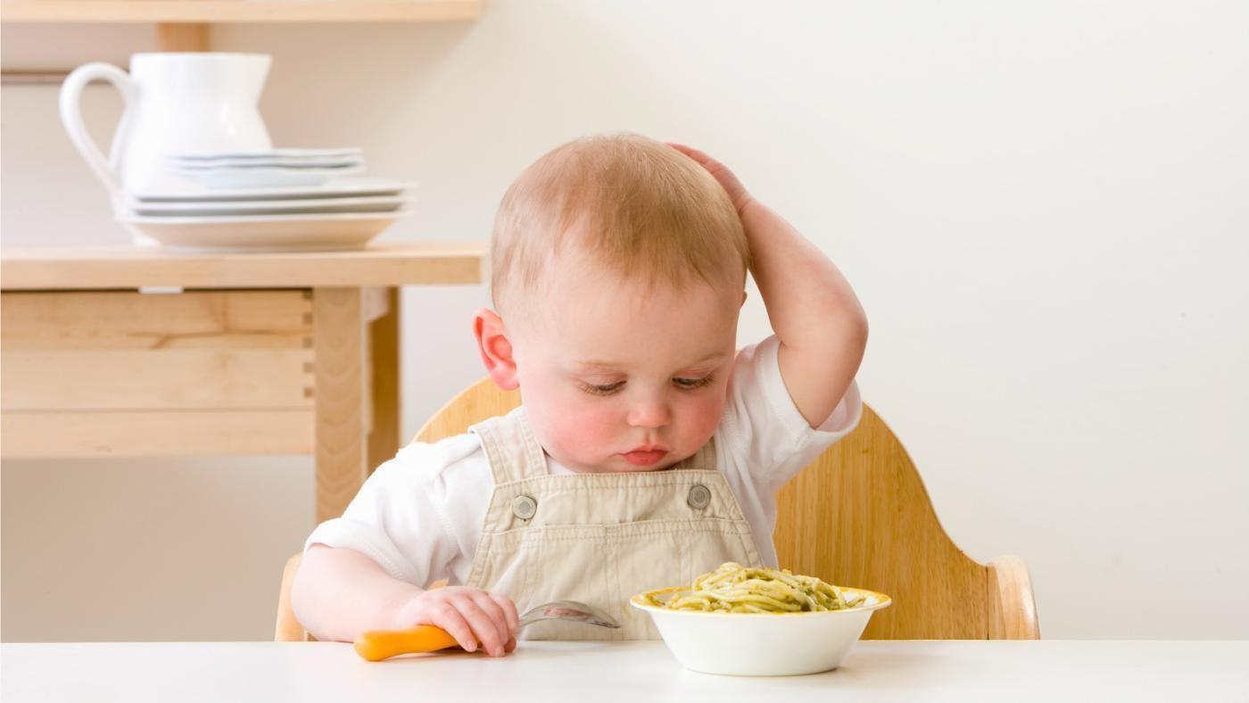 Si Kecil Cuma Mau Makan Makanan Gurih? Lebih Waspada Ya Moms!