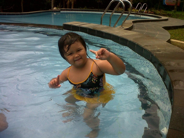 Yuk Ajak Si Kecil Lakukan Olahraga Air Moms!