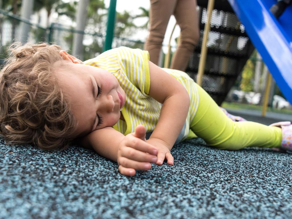 Tips Cegah Si Kecil yang Masih Bayi Terjatuh