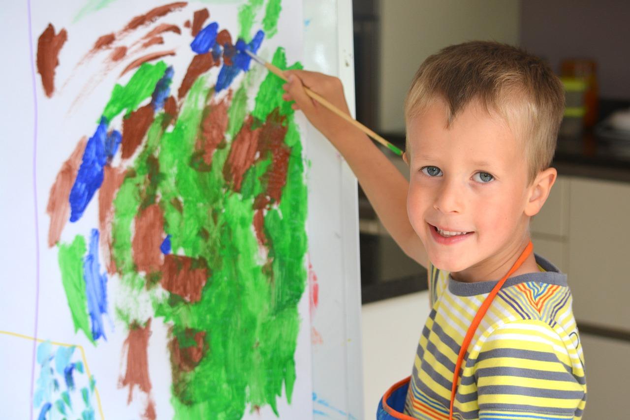 Ini Alasan Kenapa Si Kecil Hobi Menggambar di Dinding?