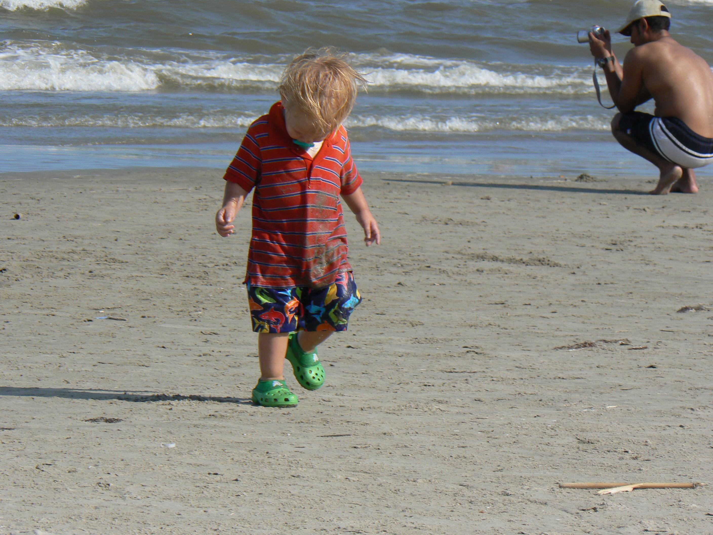 Bingung Kenapa Si Kecil Sering Jatuh Saat Berjalan? Ini Alasannya Moms