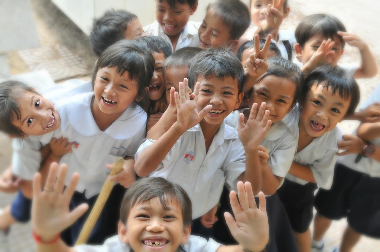 Mau Si Kecil Jadi Anak Baik di Sekolah? Ini yang Perlu Moms Lakukan