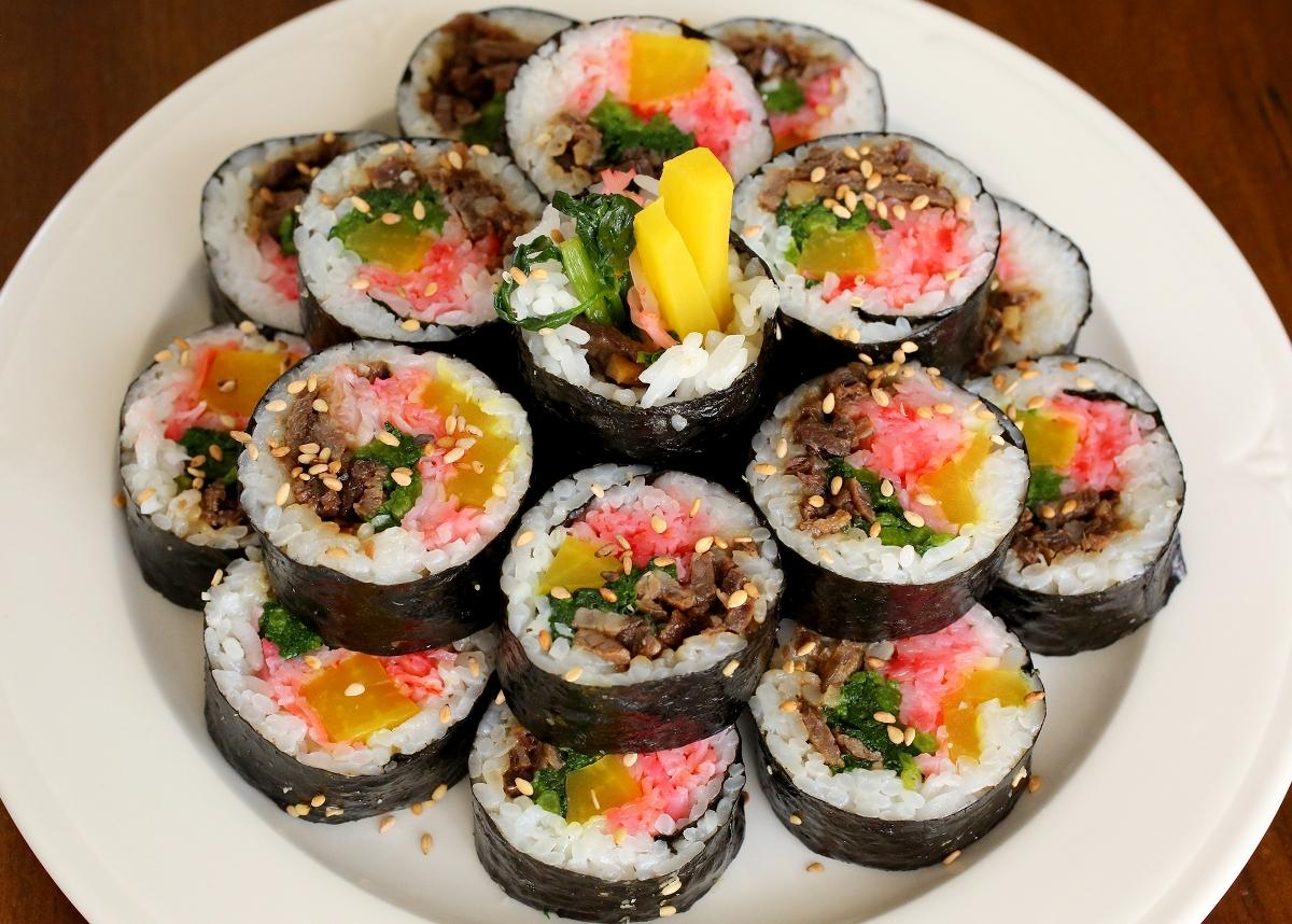 Kimbap, Sushi Ala Korea Ini Bisa Dibuat Sendiri Lho Moms!