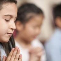 Ingin Si Kecil Taat Agama? Ini Caranya Dads!