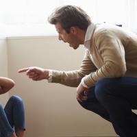 Dads Sering Membentak Si Kecil? Ini Dampak Buruk Terhadap Masa Depannya