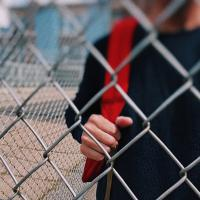 Si Kecil Korban Bullying? Bantu Ia Bangun Percaya Dirinya dengan Cara Ini Dads!
