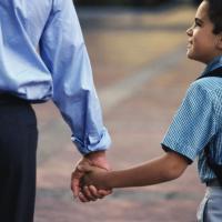 Aturan yang Sebaiknya Dads Terapkan Pada Anak Laki-Laki