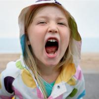 Pakai Cara Ini untuk Atasi Si Kecil yang Suka Bicara Kasar Dads!