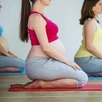 6 Manfaat Prenatal Yoga untuk Moms yang Sedang Hamil