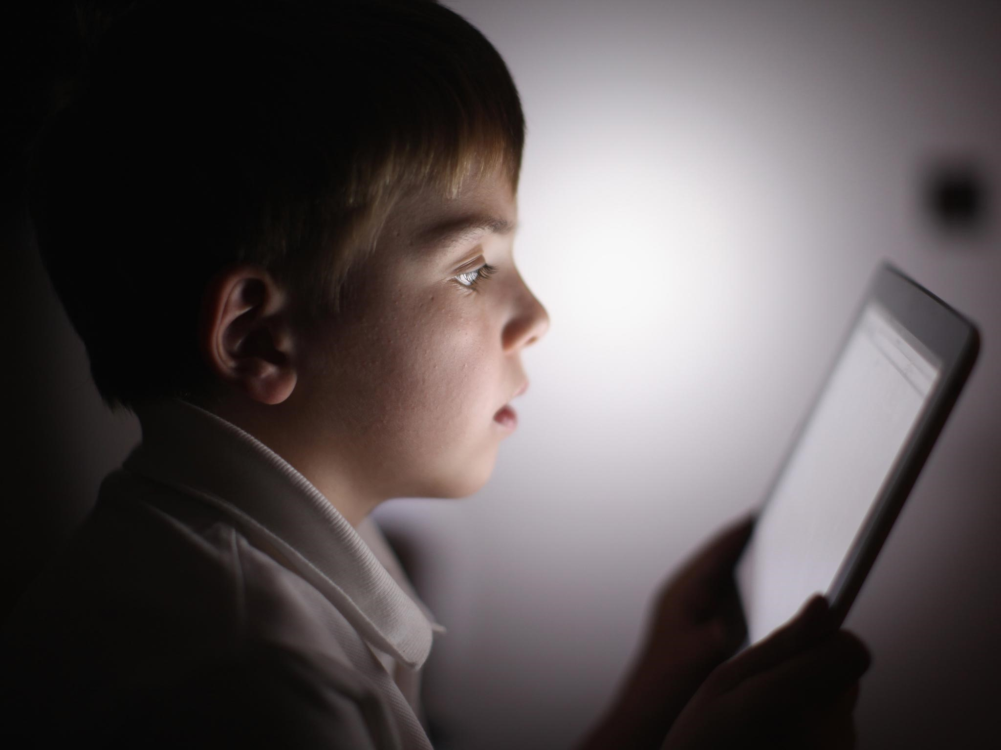 Dads, Batasi Gadget Supaya Perkembangan Si Kecil Tak Terhambat!