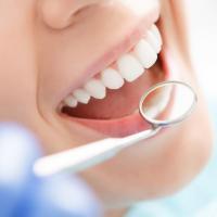 Menjaga Kesehatan Gigi dan Mulut Selama Kehamilan Penting Lho Moms!