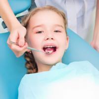 Perlukah Si Kecil Rutin ke Dokter Gigi?