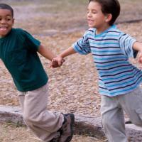Alasan Kenapa Anak Harus Bisa Bermain Bersama Teman Sebayanya
