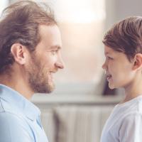 Apa yang Harus Ayah Lakukan Saat Anak Suka Meniru Gaya Bahasa Remaja?