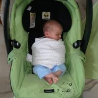 Bolehkah Bayi Dibedong ke dalam Car Seat?