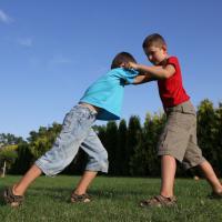 Cara Efektif Hentikan Kebiasaan Anak yang Suka Membully Temannya