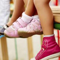 Kesalahan Ini Sering Dilakukan Para Ibu Ketika Membeli Sepatu Anak