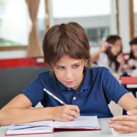 Yang Harus Ayah Lakukan Saat Anak Ketahuan Mencontek Di Sekolah
