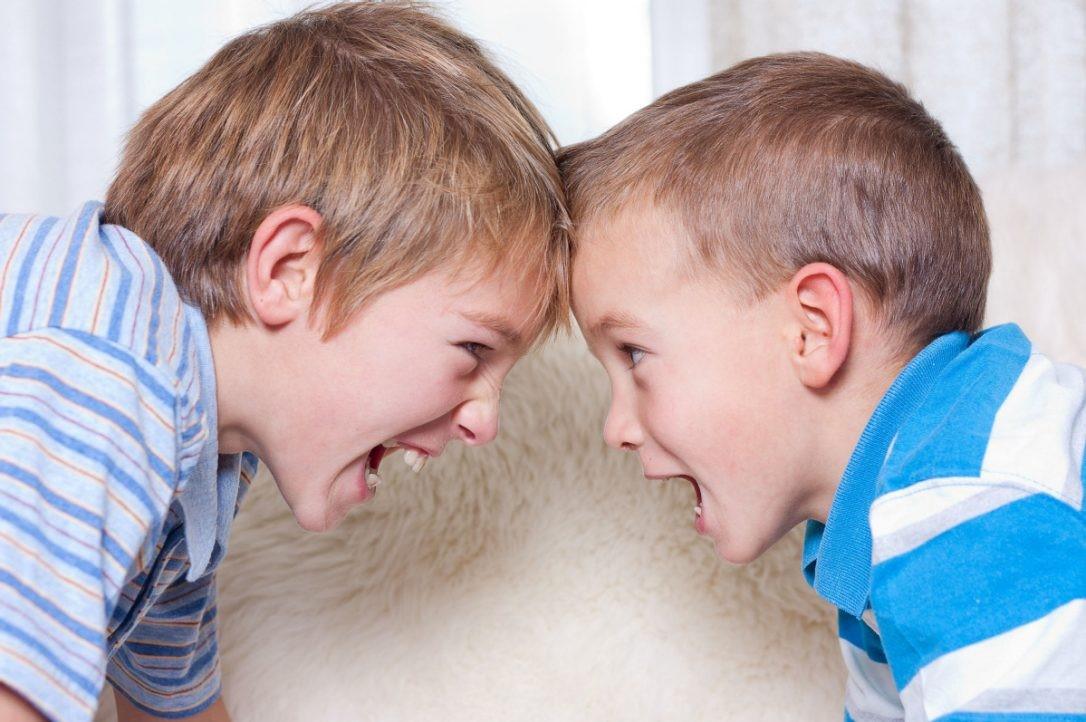 Anak Dipukul Temannya, Balas Pukul atau Menghindar?