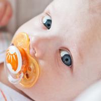 Bayi yang Sering Ngempeng Ternyata Lebih Rentan Mengalami Infeksi Telinga