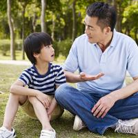 Mau Menjalin Komunikasi yang Baik dengan Anak? Ini yang Perlu Ayah Lakukan