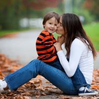 Tanda-Tanda Ibu Terlalu Memanjakan Anak