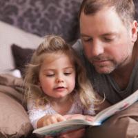 Catat Ya Ayah! Ini Tips Agar Anak Gemar Membaca Sejak Dini