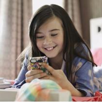 Kalau Anak Kepergok Bergosip Lewat Ponsel, Apa Yang Harus Dilakukan?
