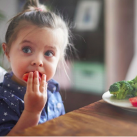Gara-gara Orangtua, Anak Perempuan Rentan Terjebak Diet Tidak Sehat?
