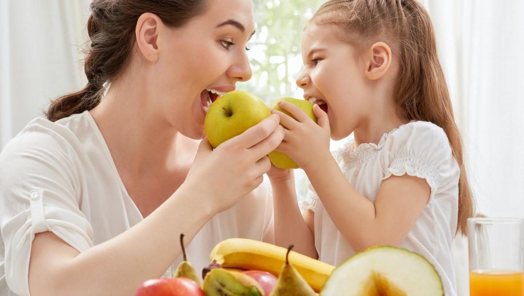 Moms, Apakah Si Kecil Rutin Makan Buah Tiap Hari?