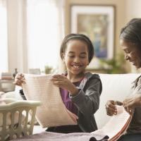 Catat Moms, Ini Tugas Rumah yang Bisa Dilakukan Bareng Si Kecil!