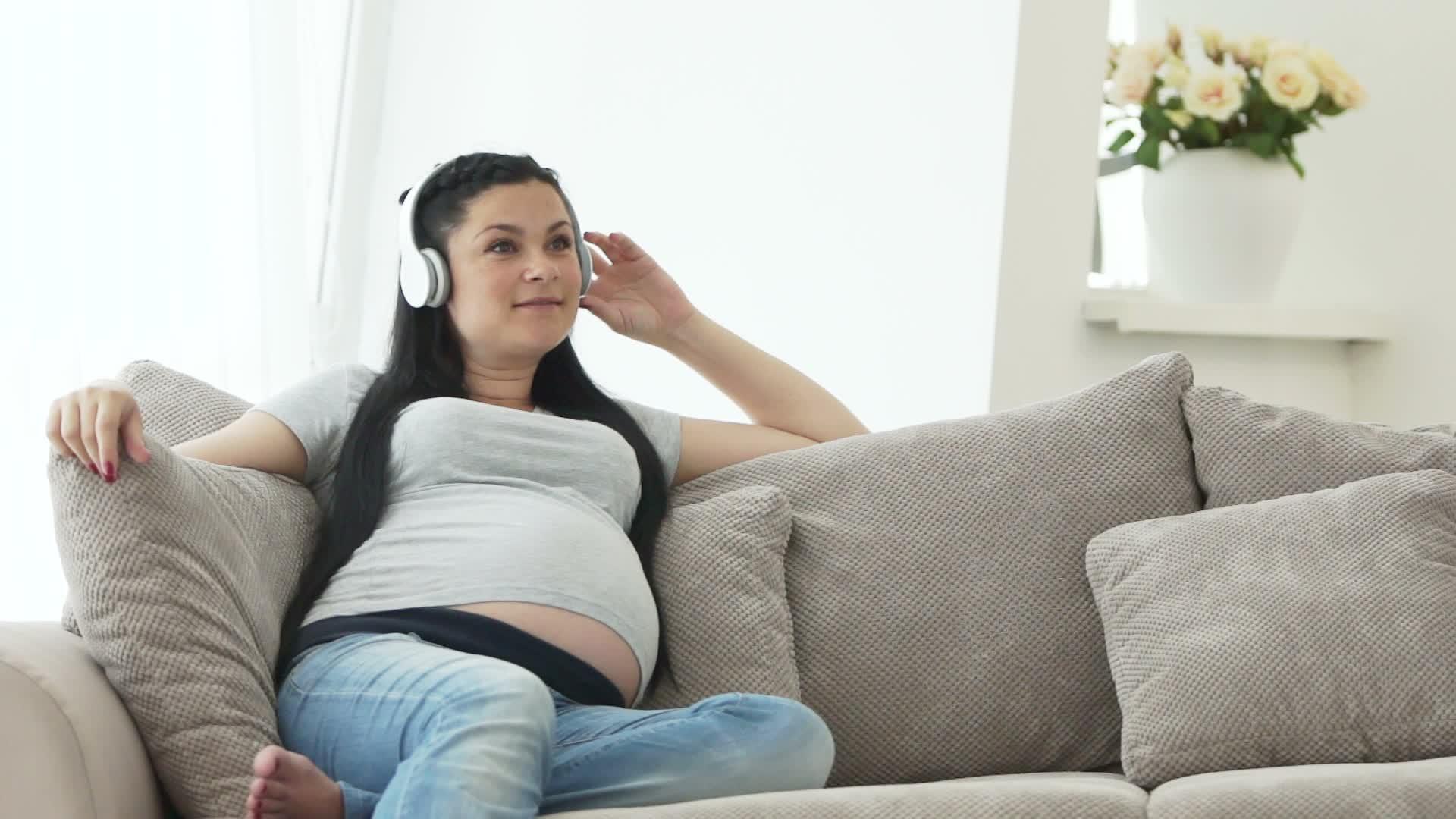 Ingin Menikmati Musik Selama Masa Hamil? Bagaimana Caranya?