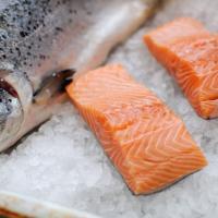 Bisa Bikin Si Kecil Pintar, Ini Yang Harus Moms Ketahui Tentang Ikan Salmon!