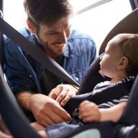 Dads, Ini Tips Aman Berkendara Dengan Mobil Bersama Si Kecil!