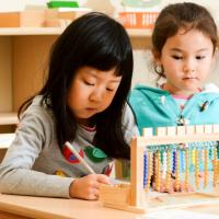 Dads, Praktekkan Ini di Rumah agar Tulisan Si Kecil Rapi dan Bisa Dibaca!