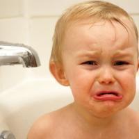 Jangan Larang Si Kecil Menangis Saat Sedih. Ini Alasannya!