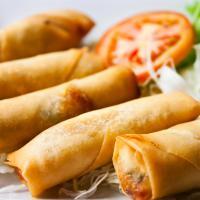 Tidak Harus Sayuran dan Daging, Lumpia Bisa Diisi Dengan Nugget Keju Lho!