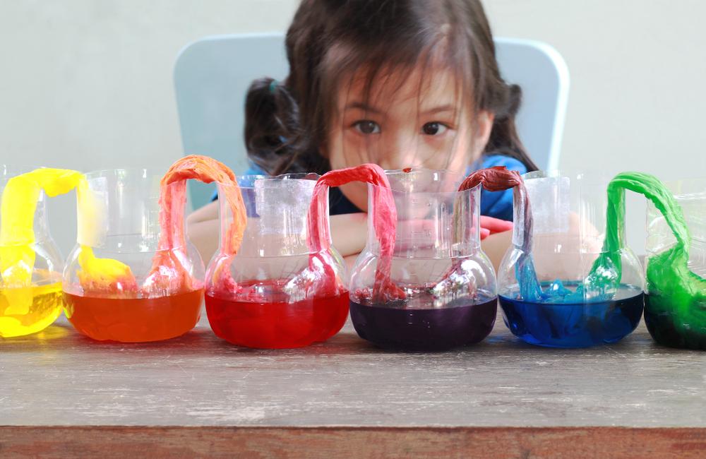 Eksperimen Sains Ini Bisa Dads dan Si Kecil Praktekkan di Rumah!