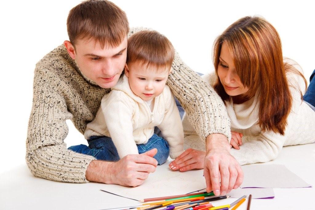 Dads, Bagaimana Menyikapi Perbedaan Pola Asuh dengan Pasangan?