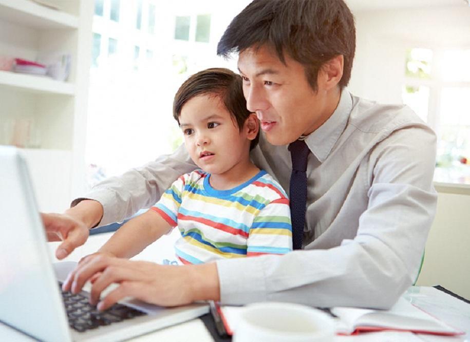 Dads, Ketahui Yuk Cara Mengasuh Si Kecil Bagi Single Parent