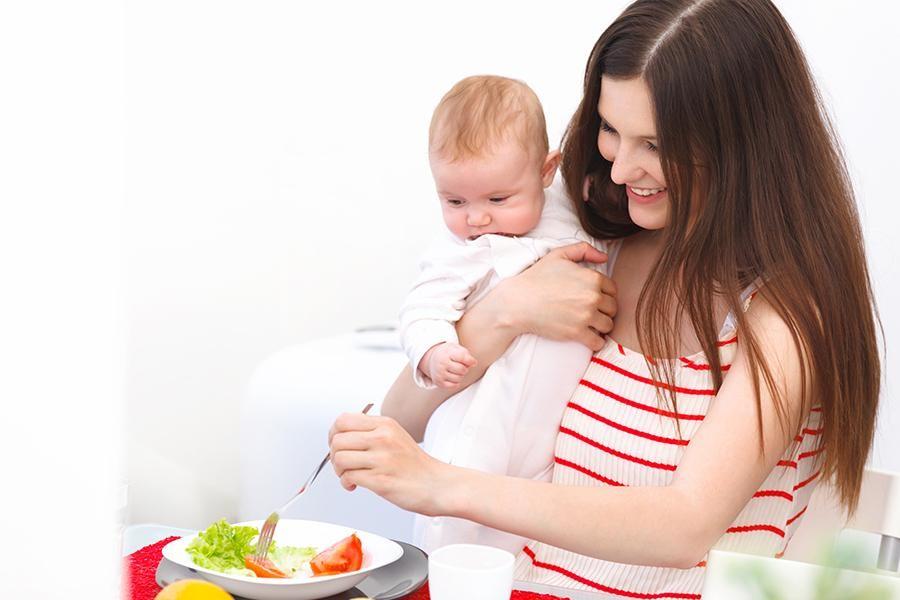 Makanan-Makanan Ini Harus Dihindari Ibu Menyusui. Mitos Atau Fakta?